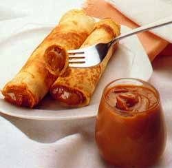 Panqueques con Dulce de Leche - Crepes filled with dulce de leche.