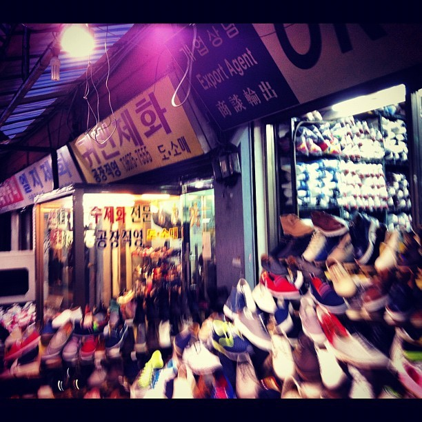 #shoe #market #shopping #seoul #korea #blurry  (Taken with Instagram at 흥인지문 (興仁之門, Heunginjimun))