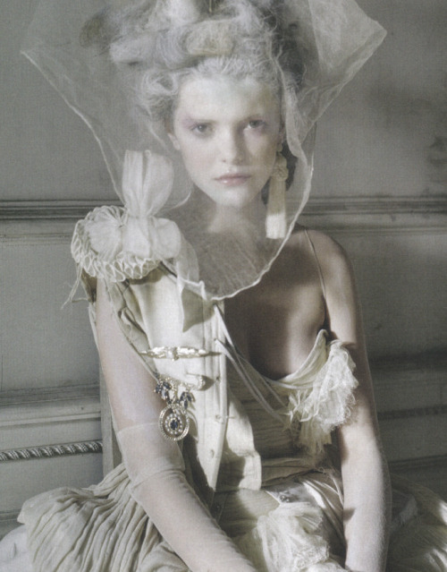 paulineway:  imogen morris clarke shot by tim walker for vogue italia