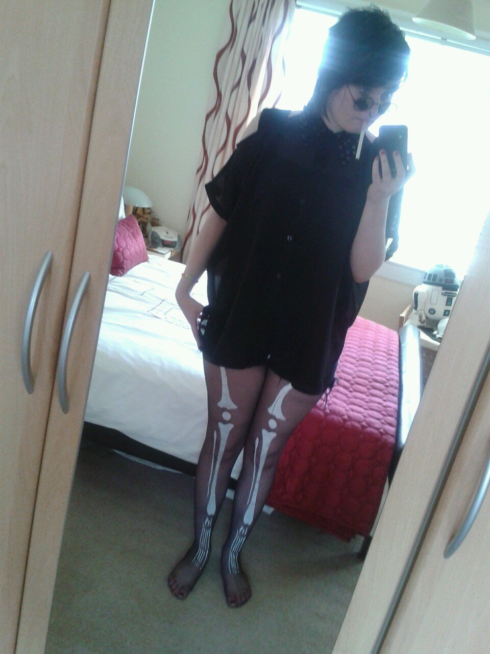 Shite photo, but got my skelly tights on for the first time properly :3