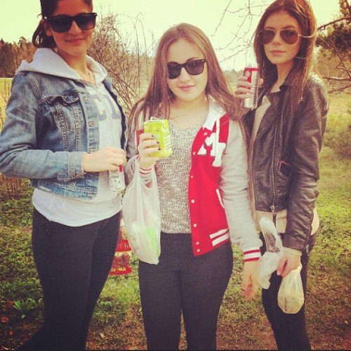 Me, @xohanna & @baradasouqi  #me #with #friends #outside #brunette #blue #eyes #swag #sweden #swedish #girl #smile #ig #instagram #instabam #instafun #instagood #instaonly #instadaily #iphone4 #iphoneonly #followme #followback #belieber #jj #jj_forum #apple #picoftheday #photooftheday #picture #instago (Taken with instagram)