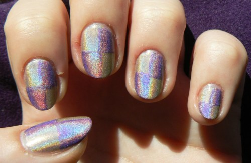 thenailadventure:  Purple and Beige Double Holo Checkers!