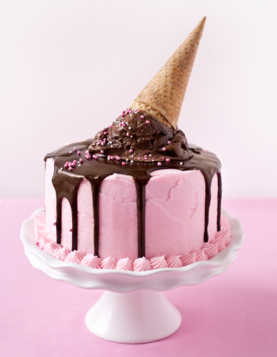 zakharoplasteio:  Ice cream Party cake! Combination of two very scrumptious things!
