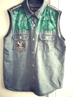vintagebiatchh:  My D.I.Y denim top.
