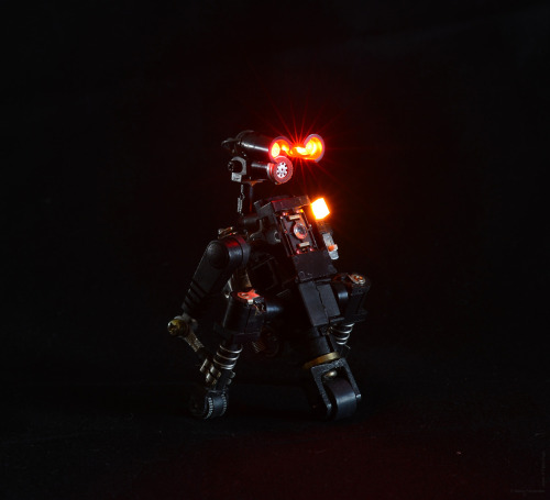 R³bots - recycled, reused and  rebuilt from trash. Posable action-figure robots. #R³bot eight - SSOT