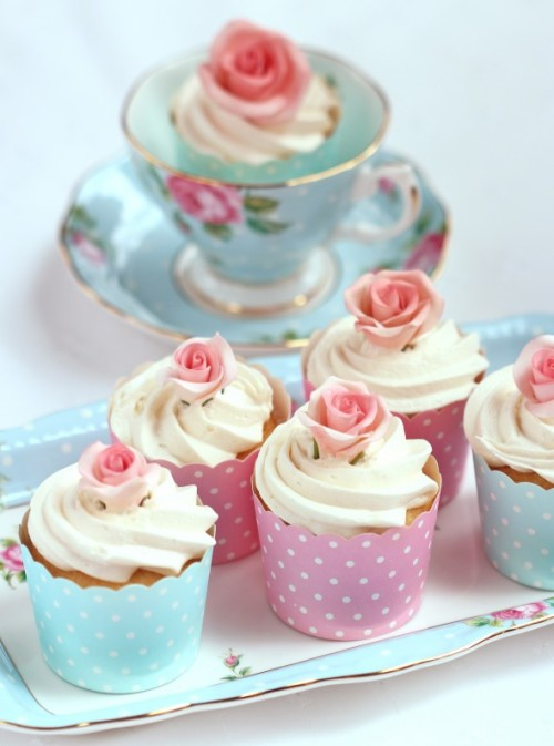 teacups and cupcakes. sweet.