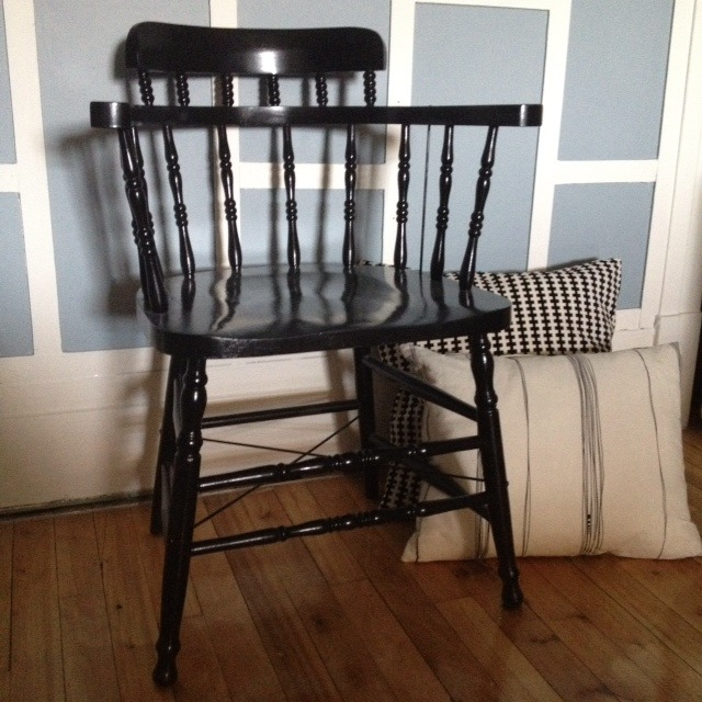 Antique oak spindle chair painted in black gloss 70$