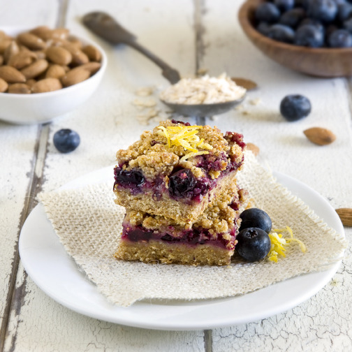 phoods:  (via Berry Crumble Bars - Munchin with Munchkin)