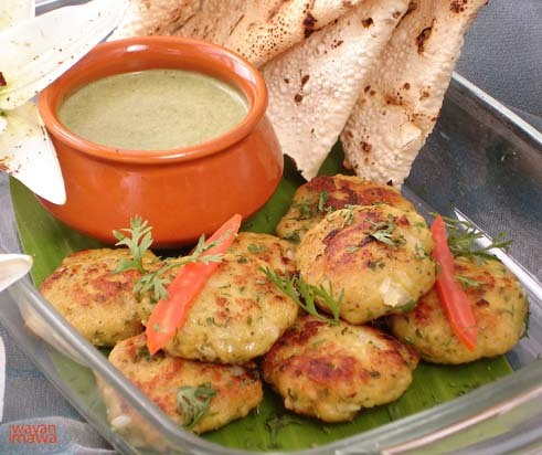 Fish Tikki Machii Tikki is minced fish cake with some seasonings,spices and herb combine together and form to small fish cake. Pan-fried this fish cake to golden brown and served with your favorite chutney