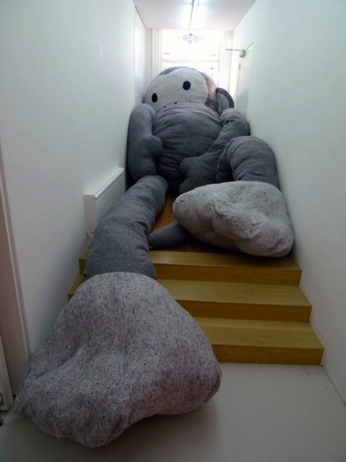 i like this giant fat sock monkey by Florentijn Hofman - and I do mean giant.