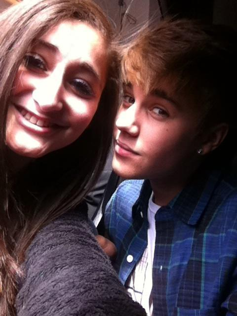 bieber-news:  Justin with a fan today