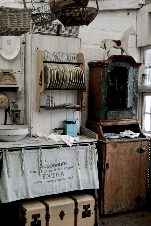 missingsisterstill:  So Many Antiques Rustic Country Decor