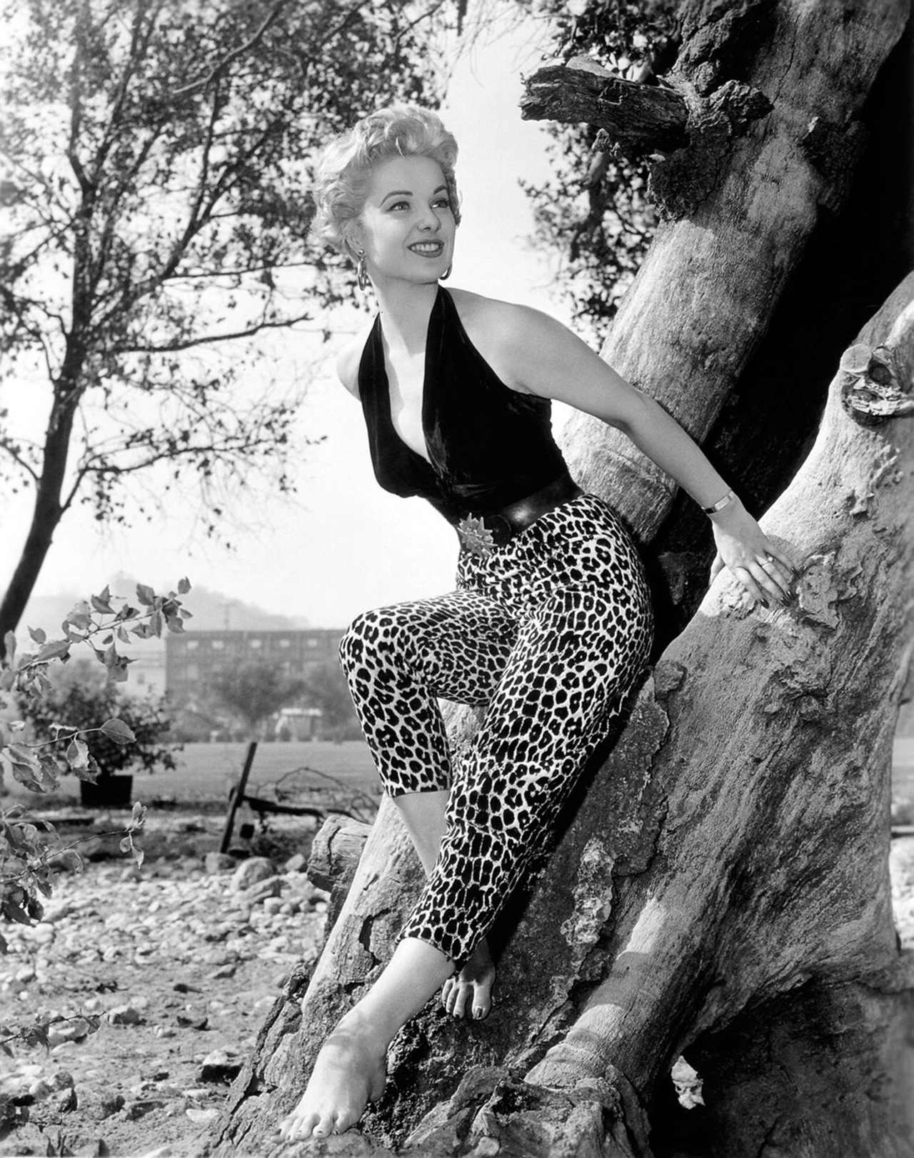 drunkcle:  Oh, the things I would have done to Martha Hyer. OK, well, let's be honest, I mostly would have disappointed her, as I've disappointed most of the women in my life. But I would have enjoyed it, and that's what really matters.
