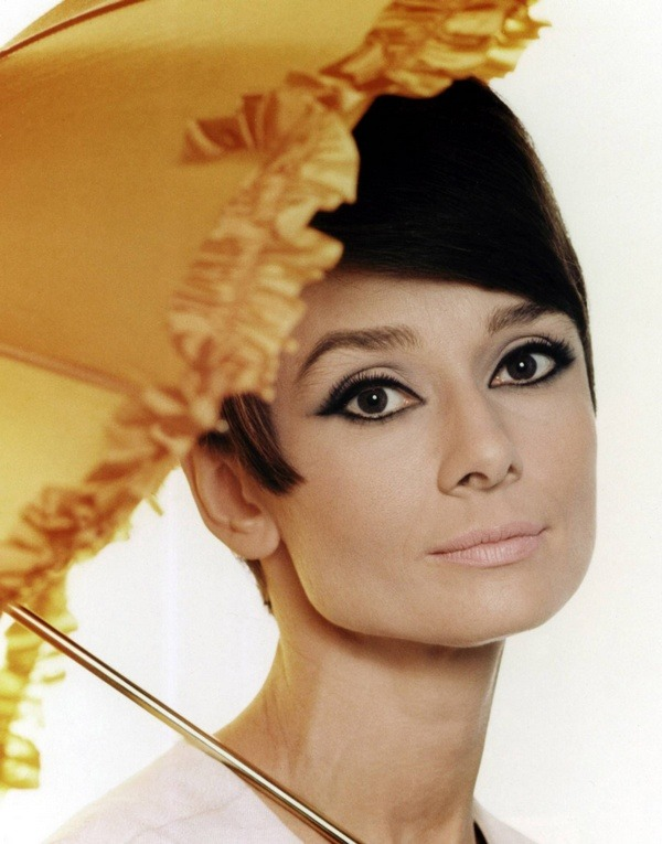 Holy Moly!  theswingingsixties:  Audrey Hepburn