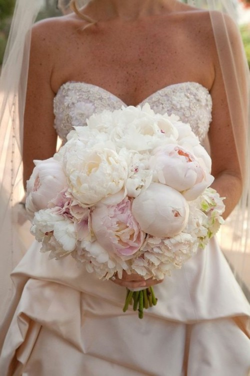 This bouquet is gorgeous!
