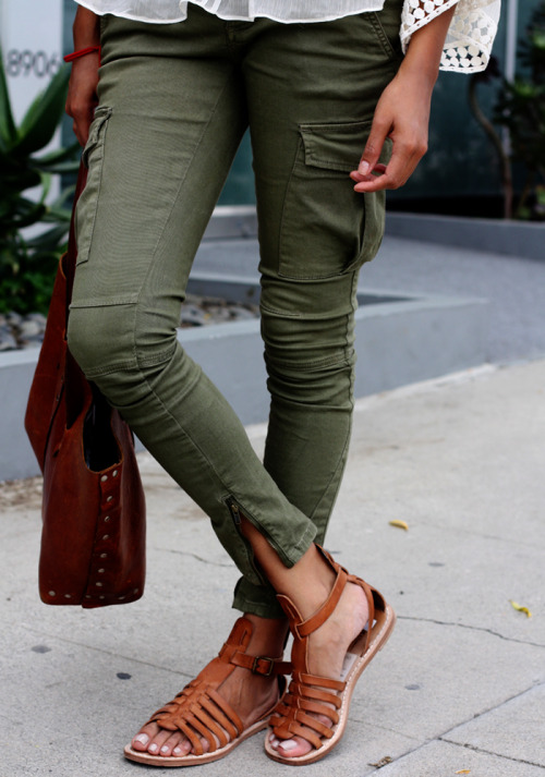 m-eadows:  want the pants and the shoes <3  i saw cady heron wearing cargo pants and flip flops .. so i bought cargo pants and flip flops