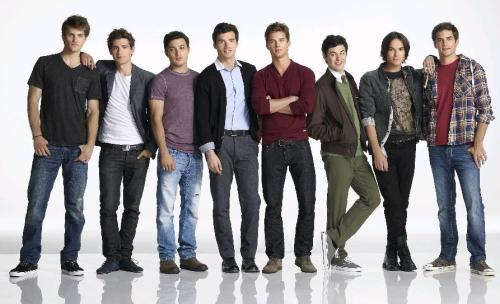 Pretty Little Liars has the HOTTEST casting when it comes to a guys ♥
