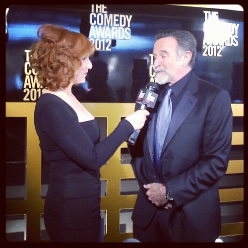 Bet you thought you'd never see Robin Williams talking to Julie Klausner through an instagram filter.