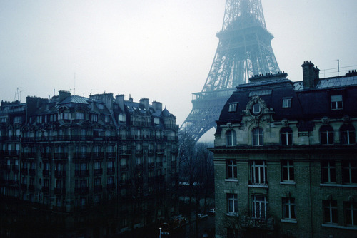 citiesinflames:  En Hiver - Eiffel Tower by Joey Z1 on Flickr.