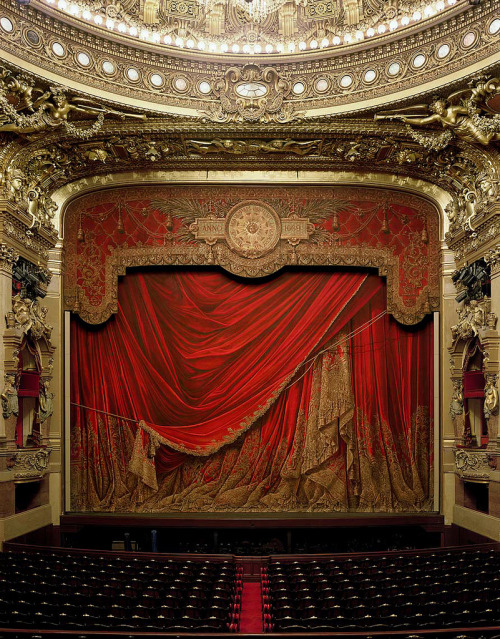 fckyeaharthistory:  Garnier Opera, Paris. Photography by David Leventi