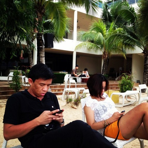 busy un dalawa.. free wifi eh! hahaha #fun #silosobeach #singapore #sentosa #freewifi #surfingnet #friends #vacation (Taken with Instagram at Siloso Beach, Sentosa Island, Singapore)