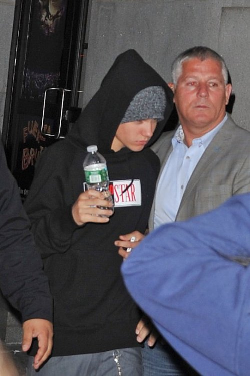 Another picture of Justin arriving at�Fuerza Bruta yesterday�