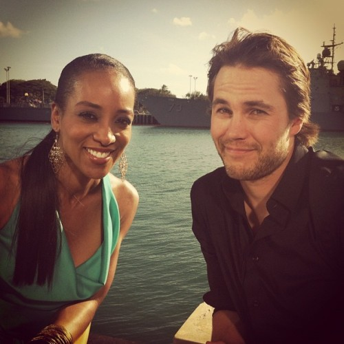 bloominidiot:  Taylor Kitsch being interviewed by Shawn Robinson of Access Hollywood in Hawaii for Battleship Both Access Hollywood and Extra will be showing Battleship segments on their respective shows on Monday. :)