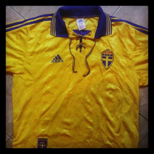 Beautiful Sweden home shirt 1998/99 (Adidas)