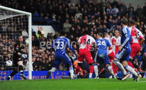 John Terry heads the ball in To score Chelsea's 2nd Goal