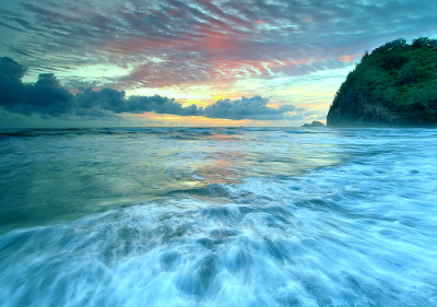 iridesccent:  My edit. Hawiian Sunrise (by David Thompson) - Original