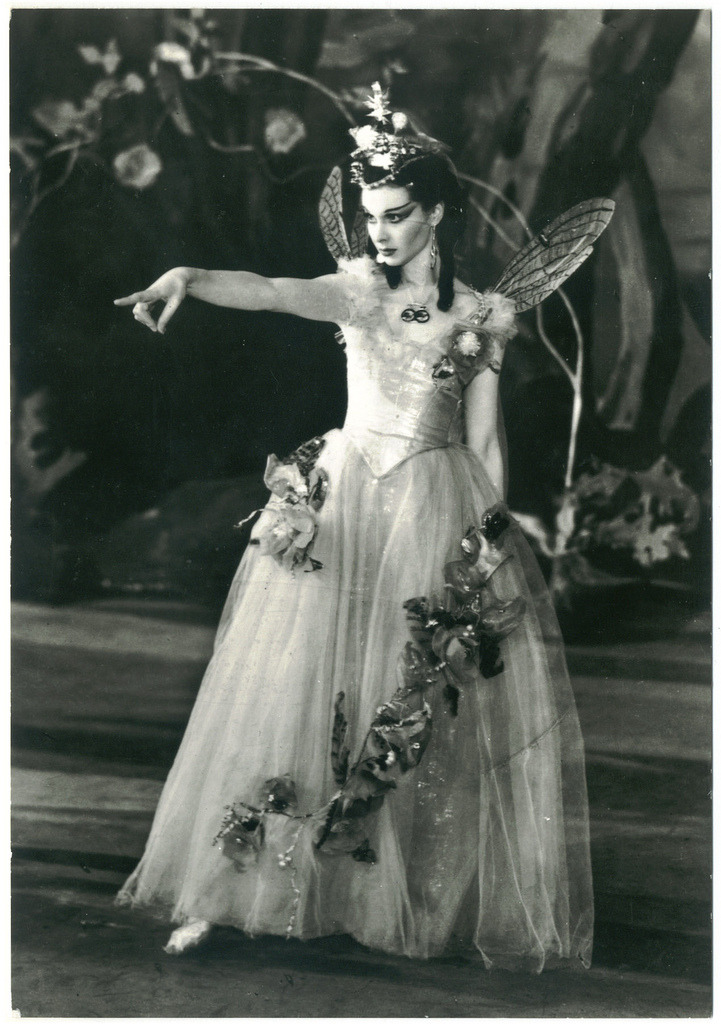 blood-period:  Vivien Leigh as Titania in A Midsummer Night's Dream, Old Vic Theatre, 1937. Photo: J. W. Debenham