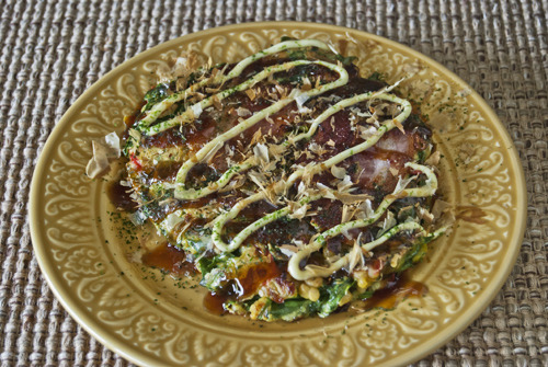Curry Okonomiyaki with Spinach, Cheese, and Bacon Adapted from: Okonomiyaki World A teaspoon or so of curry powder, two tablespoons of mozzarella, and chopped spinach instead of cabbage produced a tender, creamy, spicy, and delightful variation to this favorite, versatile recipe.