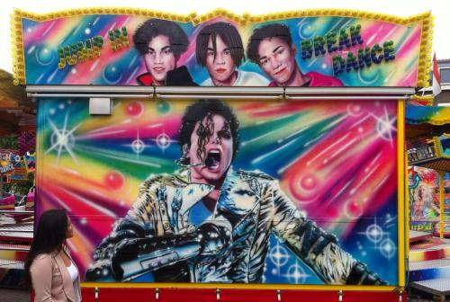 I KNEW I wasn't crazy when I thought I saw a carnival ride with MJJ and 3T on it. Could this be a sign? #3T2012