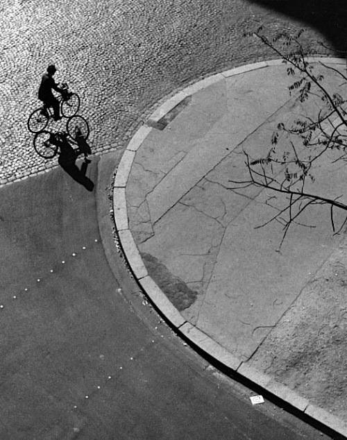 luzfosca:  André Kertész Paris (man on bicycle), 1948
