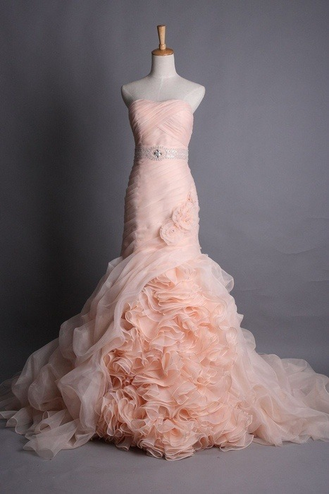 throughhumbleeyes:  What do y'all think about a peachy/pink wedding dress?! This tulle mermaid dress is amazing