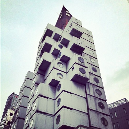 Nakagin Capsule Tower by Kisho Kurokawa (1972) #tokyo #archdaily #architecture #japan #instagood #iphonesia #igdaily (Taken with instagram)