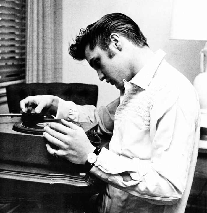 vintagegal:  Elvis Presley at the Knickerbocker Hotel by photographer Ed Braslaff (1956)