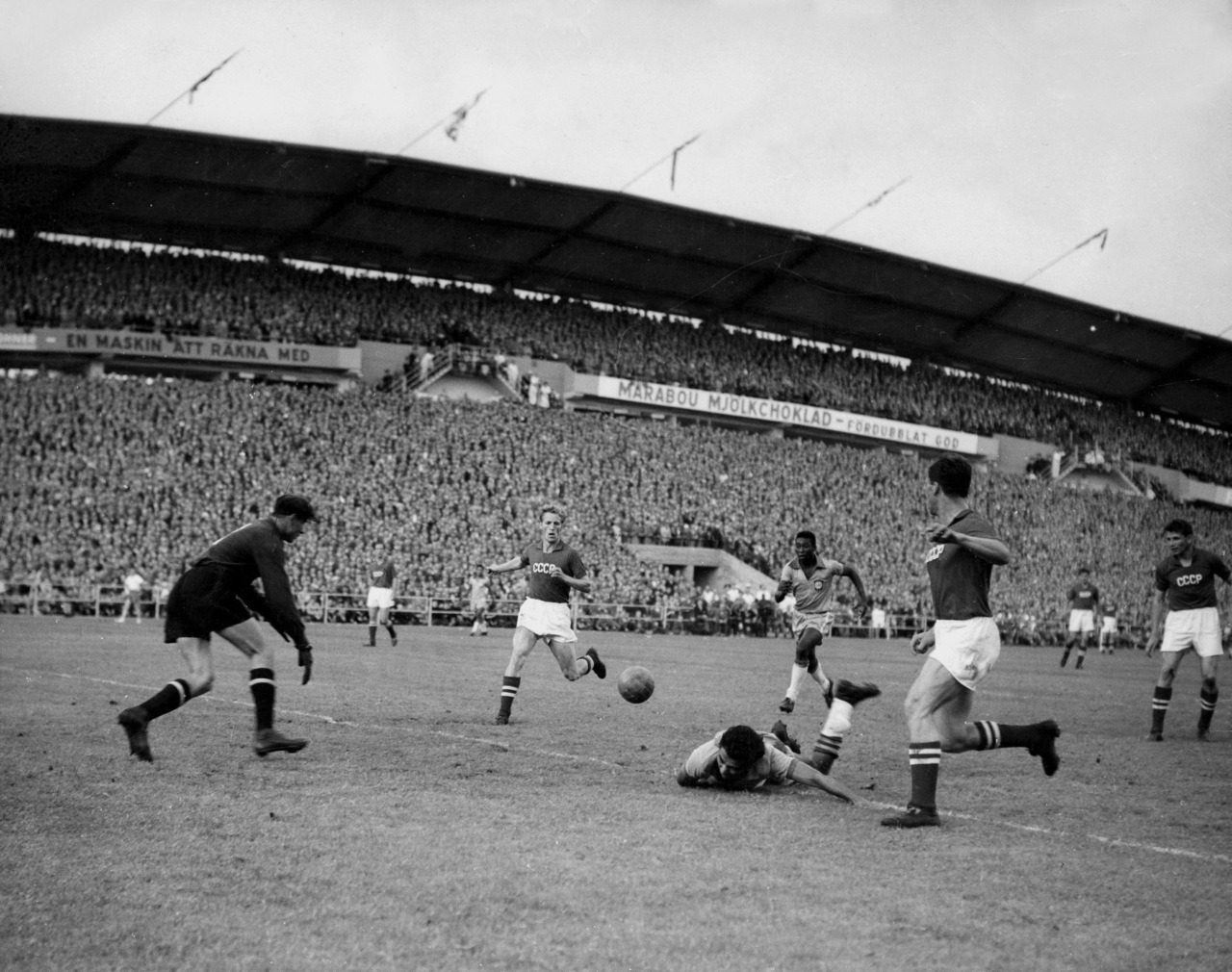 interleaning:  17-year-old Pele and Lev Yashin, 1958 World Cup.
