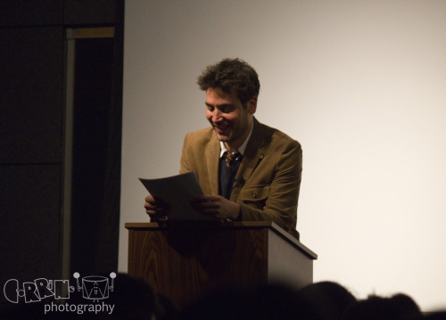 Apr 29: Josh Radnor aka Professor Mosby speaking in THH 101 @ USC © 2012 Corrine Tom