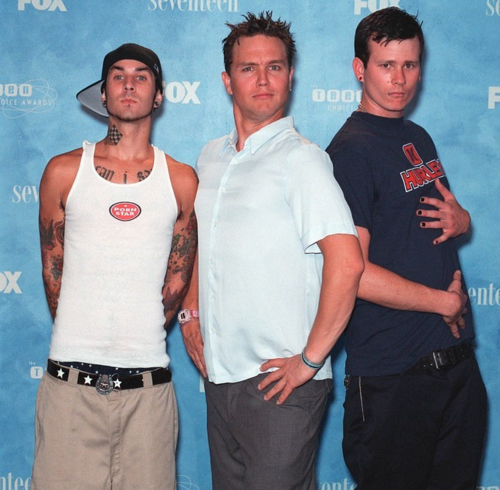 sunkinanch0rs:  fy-blink182:  i love this picture  Travis usually never plays along lol.