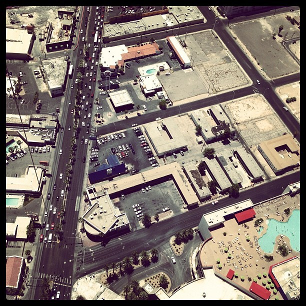 #lasvegas #landscape #city #sprawl #sky #air #landscape #pool #popular #picoftheday #photosoftheday #travel  (Taken with instagram)