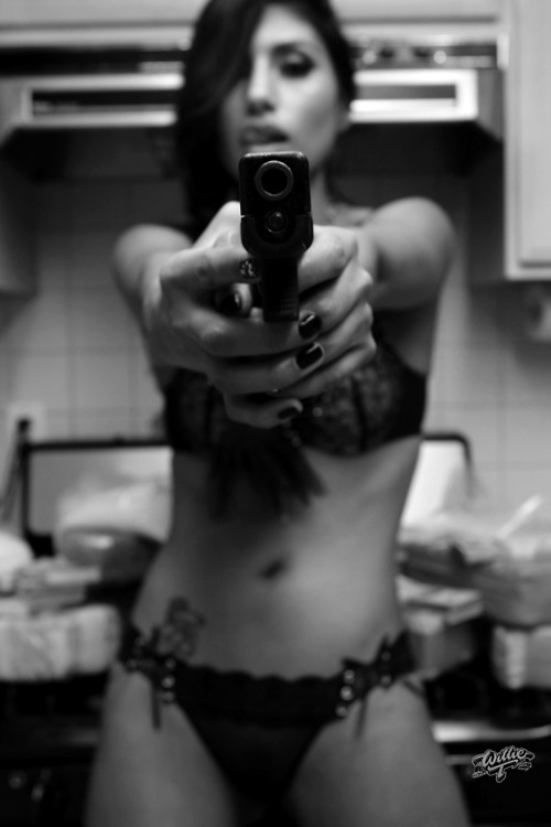 (#NSFW) mototerra:  Girl and a Glock…