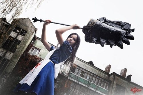 Cosplay of the day: American McGee's Alice By Odango, photographed by Dante and Maya Larina.