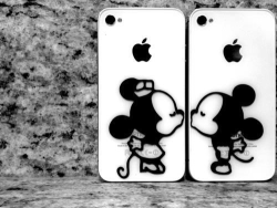 xgetoverit:  Minnie & Mickey  If my hubby and I had iPhones I would totally want these