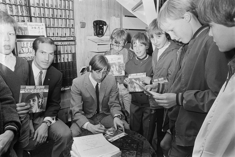 "Johan Cruyff, signing autographs on the musical release date of his single ""Oei Oei Oei (dat was me weer een loei)"", April 10, 1969.Speaking of singing footballers, the 1974 classic by the recently departed Giorgio Chinaglia ""(I'm) Football Crazy"" is a must…Source: ANP"
