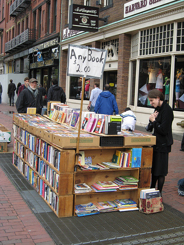 bookporn:  Sidewalk Book Vendor, Cambridge, Mass. (by Literary Tourist)