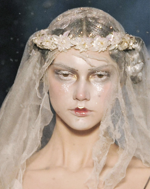 sfilate:  John Galliano A/W 2009 Beauty