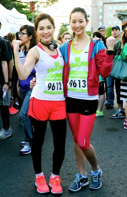 Ella & Janine at Nike Women's Marathon
