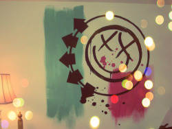 tracymetal:  iloveyoulessthanpunk:  Blink 182 forever. Never underestimate the importance of pop punk.  *-*