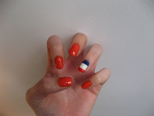 So, continuing on with the Dutch theme, I did my nails for Queens Day, which is Dutch holiday where everyone wears a lot of orange.  Perfect opportunity to break out my OPI A Roll In The Hague!